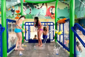 homepg-4-indoor-water-park-splash-pad-blur